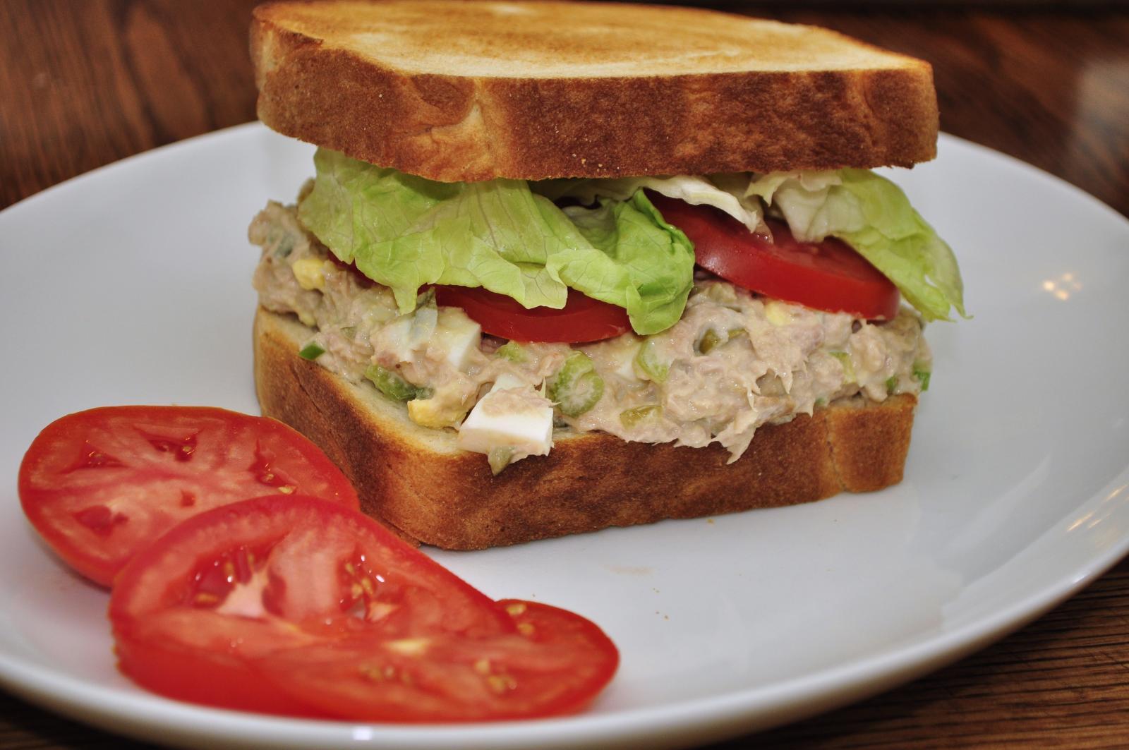 Tuna_salad_sandwich_(1)